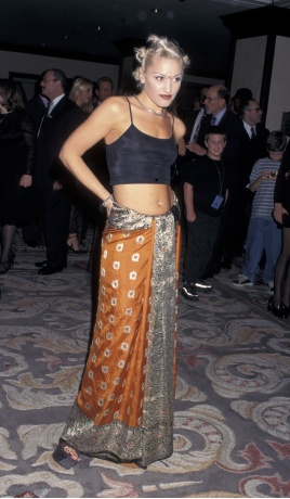 10 Gwen Stefani Old School Bindi