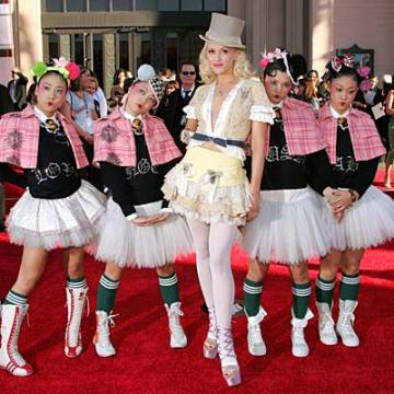 16 Gwen Stefani With Harajuku Girls