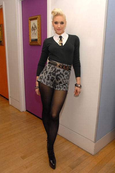 f4930059d823b Gwen Stefani Visits MTV s