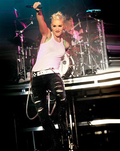 3 Gwen Stefani Performing B