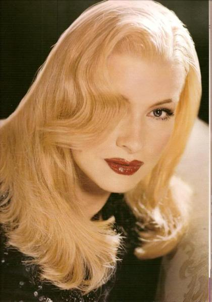 Martha Stewart as Veronica Lake